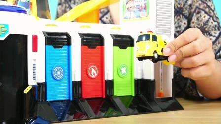 儿童卡通玩具游戏故事小巴士的紧急巴士总部玩具