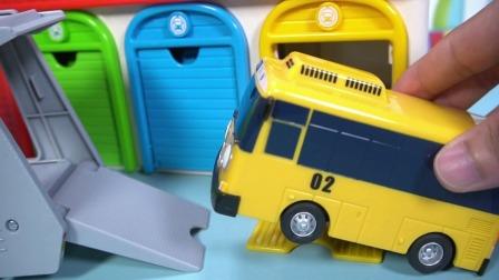 趣味游戏卡通巴士的运输车玩具