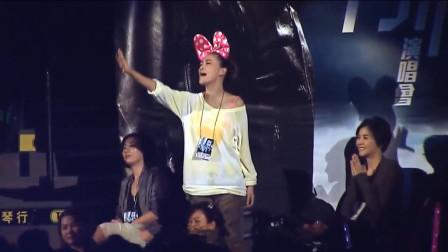 陈小春唱给应采儿的歌,演唱会上一首《相依为命》,唱的太甜蜜了