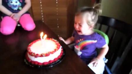 全家为萌娃过生日,给她唱生日歌,结果却把小娃给唱哭了,太逗了