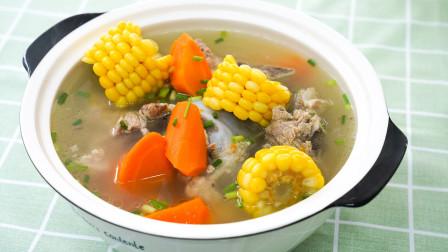 排骨汤里加上玉米也很棒,试试这个好吃的做法,全家人都爱吃