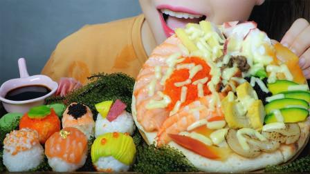【咀嚼音】海鲜寿司披萨、三文鱼寿司、飞鱼籽寿司,吃得真馋人