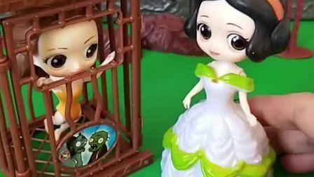 王后把贝儿关起来了,白雪给贝儿送来了好吃的,白雪真好!