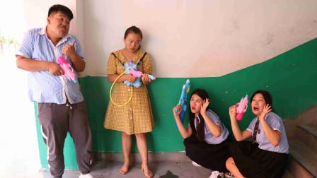 学霸王小九校园剧:老师和学生玩绝地求生真人游戏,老师1v2秒让女同学团灭,太逗了