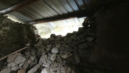 环华骑行到错那县,在破屋里搭帐篷,下大雨墙倒塌差点丧命