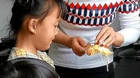 娇娇做乡村版披萨,色彩丰富又美味,一出锅就被孩子们抢光了