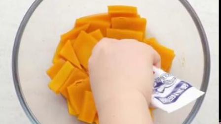 南瓜做个小零食,软糯香甜,大人小孩都喜欢~