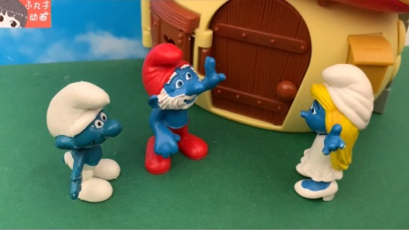 蓝精灵拆开汽车巧克力惊喜蛋