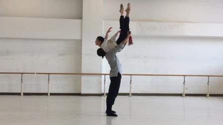 唐诗逸和孙科舞蹈《剑魂出墨》,配合完美,托举翻转的动作绝了!