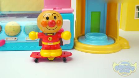 奇奇和悦悦的玩具:汪汪队面包超人冰淇淋机做好吃的冰淇淋