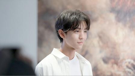 酷的娱乐圈 2020 王俊凯29届金鸡百花MV拍摄现场 嘴角带笑眼神温柔似王子