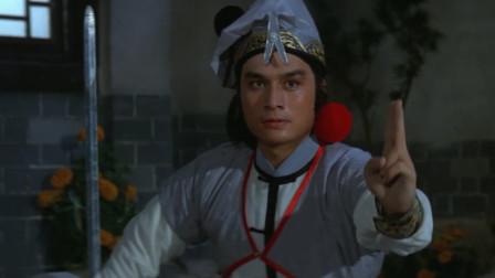 白玉堂和师傅交手,他的剑打不过师傅的大环刀!