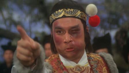 白玉堂摘下面巾,原来他是被师傅打成这样的!