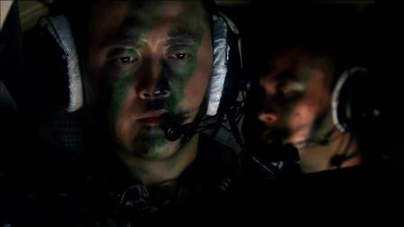 利刃出鞘:飞行员一句话吓坏小混混,谁料小混混竟还担心飞机被打下来!
