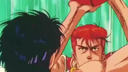 灌篮高手:红毛猴戏耍野猴子的现场!樱木这个动作忽悠了对手