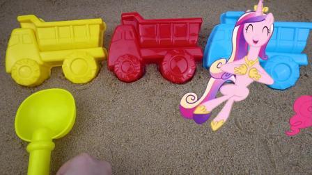 少儿早教益智:自卸卡车沙子模具 在沙滩上玩