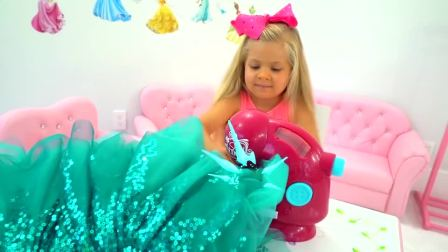萌娃小可爱沉迷于缝纫漂亮裙子,一不小心都快铺满整个房间了,小家伙可真是太逗了!