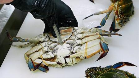 """活蹦乱跳的""""大青蟹"""",日本大厨做成刺身,380元一份还得预定"""