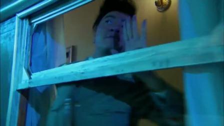 小伙用毛巾自制手枪消音器,这造型也太搞笑,据说导演都笑了