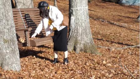 中国农村女孩在美国农村荡秋千:屋外是田纳西河,秋天里的童话!