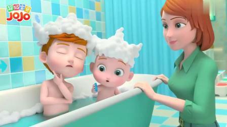 超级宝贝:小宝贝来洗澡,哥哥拿着大刷子,要给弟弟刷一刷
