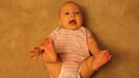 小宝宝掰着小脚耍的正开心,不料妈妈突然发出怪声,小娃瞬间变脸