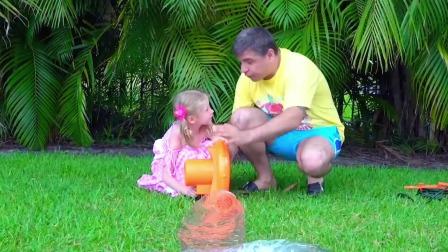 小萌娃和爸爸的户外亲子儿童游戏