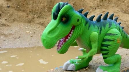 救护车被恐龙撞倒掉进水中 创意玩具