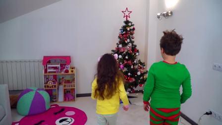 外国萌宝时尚,小正太同妹妹发现了圣诞树,来看看吧
