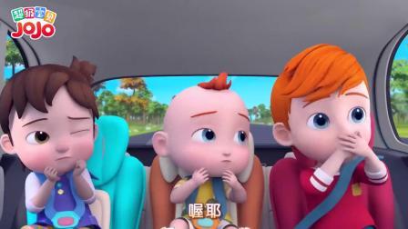 超级宝贝:一只小蜜蜂飞进来了,姐姐坐在车里,看起来很害怕