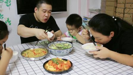 老公煲的香菇白菜汤真香,做法简单又营养,再搭配2个家常下饭菜