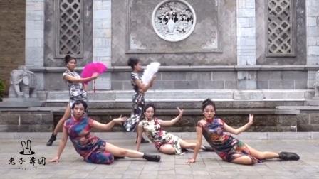 云南昆明兔子舞团 情景舞蹈《花样年华》