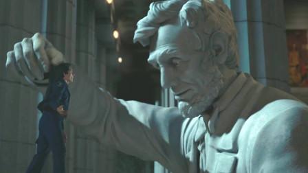 好莱坞真会玩,了不起的盖茨比复活了,在博物馆嘲笑守卫身材矮小