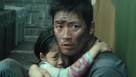 电影:男子为保护抗体女孩,把她放到安全地带,独自一人去感染区