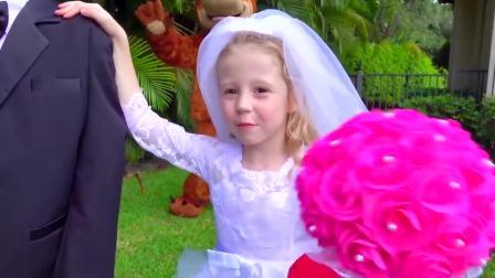 国外萌娃时尚,小公主和芭比娃娃玩结婚游戏,真有趣啊