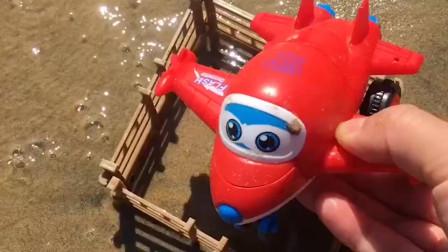 超级飞侠乐迪落入路障僵尸手中,乐迪变身飞走了