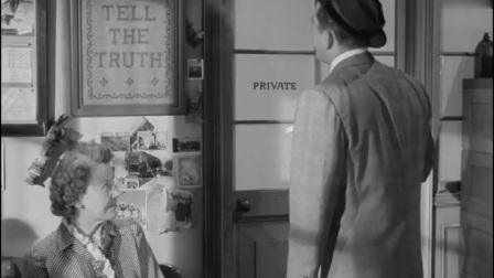 倒扣的王牌:泰顿看到墙上的刺绣,女士告诉他上面的字是布特说的