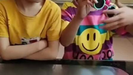 趣味童年:姐姐的棒棒糖好大啊