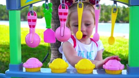 小萌娃和玩具冰激凌