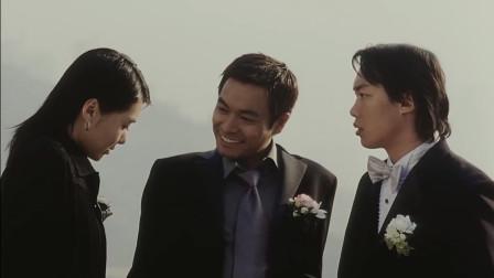陈奕迅马上就结婚了,赶紧在教堂外抽根烟,结婚后就要戒烟了!