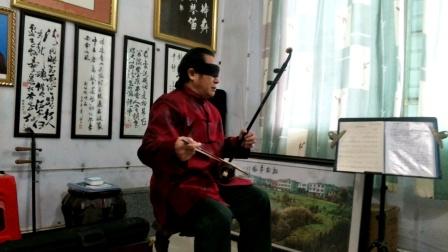侯书林蒙眼演奏著名二胡曲《二泉映月》侯汶宜摄影侯书林上传
