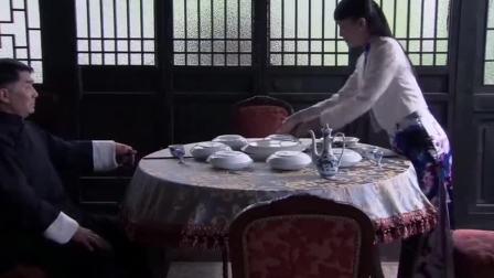 美女请黑老大吃饭,哪料看到菜黑老大发飙了:这菜狗都不吃!