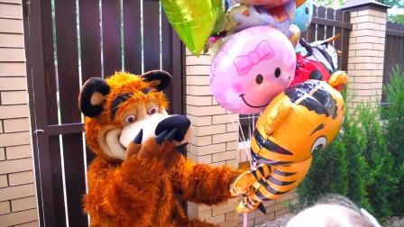 小萌娃去买儿童玩具气球