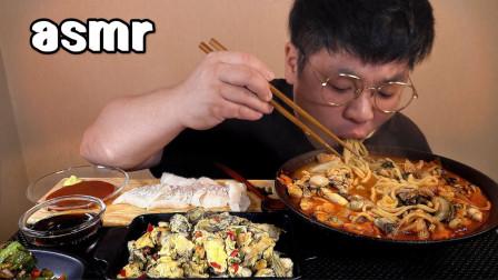 【咀嚼音】香煎鸡蛋牡蛎、香辣牡蛎乌冬面、黄瓜泡菜、比目鱼刺身