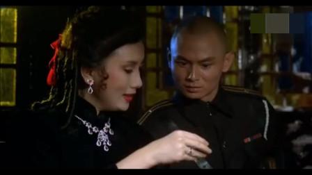 这个副官打麻将的技术堪比赌神, 深受女人欢迎
