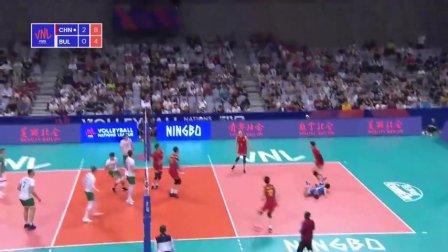 中国男排去年世界联赛唯一的一场胜利,横扫保加利亚男排