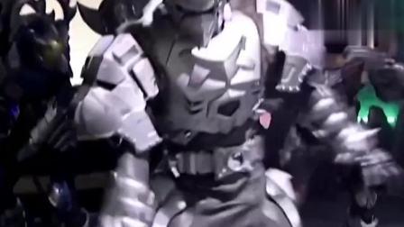 奥特曼超级大战:铠甲勇士地虎侠三人联手都打不过异能兽,雪獒侠完成单杀