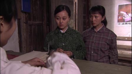 古村女人妻子怀孕老实丈夫下厨房,不料被嫌弃,要把桌子分开吃