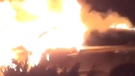 现场画面曝光!轿车起火猛烈燃烧!玉溪江川消防紧急救援
