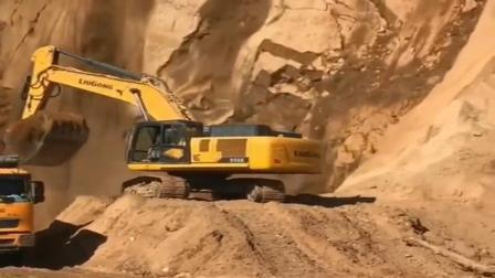开挖掘机危险,工资高,这都是拿胆量换来的!